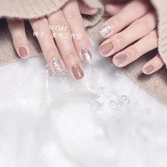 方圆形新年美甲挑战新年贝壳片金箔水波纹魔镜粉美甲图片