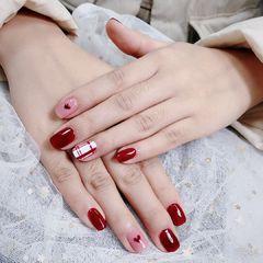 红色方圆形彩绘线条裸粉美甲图片