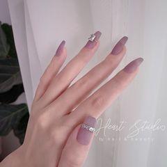 磨砂简约镜面钻梯形甲  透灰紫   给指甲带上戒指💍美甲图片