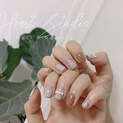 裸色方圆形短指甲珍珠小香风  半法式  浅裸灰  奶茶色  美甲图片