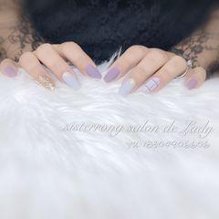 方圆形磨砂上班族简约紫色银色格纹美甲图片