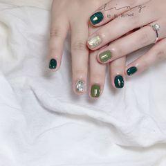 绿色方圆形春天晕染简约金箔美甲图片