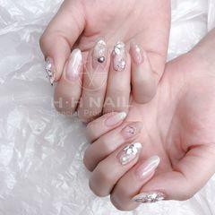 圆形春天手绘白色花朵珍珠美甲图片