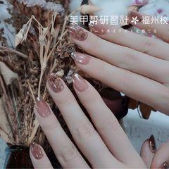 圆形春天简约上班族短指甲花朵魔镜粉美甲图片