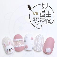 圆形磨砂短指甲手绘可爱粉色美甲图片