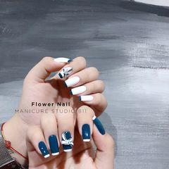 蓝色方圆形春天简约法式白色美甲图片