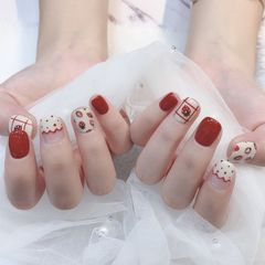 方圆形红色白色手绘草莓法式夏天美甲图片