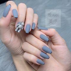 灰色梯形法式钻美甲图片