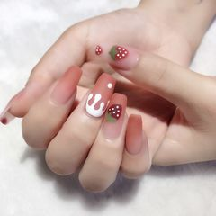 裸色方圆形渐变简约夏天磨砂草莓手绘可爱美甲图片