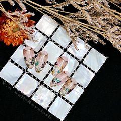 裸色尖形花朵手绘日本杂志款美甲图片