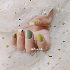 黄色绿色简约夏天美甲图片