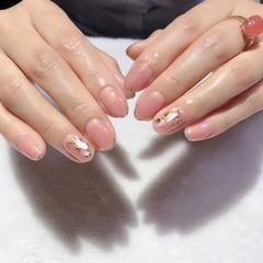 裸色圆形短指甲夏天金箔贝壳片简约上班族法式美甲图片