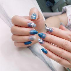 蓝色圆形夏天贝壳片简约金箔晕染美甲图片