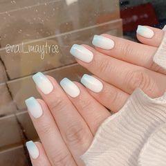 蓝色渐变简约白色韩式美甲图片