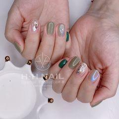 绿色圆形夏天短指甲上班族美甲图片