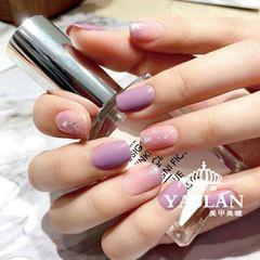 温柔美甲💜白看不厌💜 今年最流行的颜色 紫色,高贵神秘的颜色美甲图片