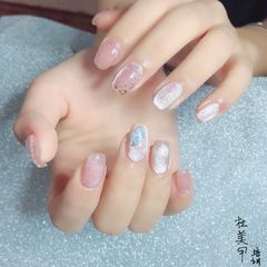 简约金箔夏天晶石猫眼粉色珍珠美甲图片