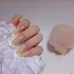 黄色绿色裸色简约夏天梯形美甲图片