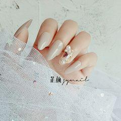 裸色尖形夏天新娘简约花朵珍珠小蝴蝶美甲美甲图片