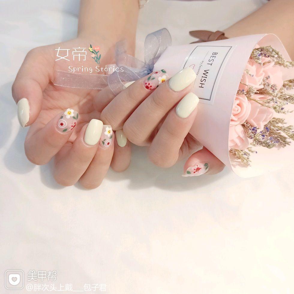 裸色方圆形绿色黄色红色酒红色短指甲夏天跳色花朵白色手绘粉色墨绿色美甲图片