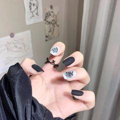 方圆形短指甲白色黑色灰色手绘美甲图片