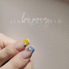 黄色蓝色方形短指甲夏天上班族简约美甲图片