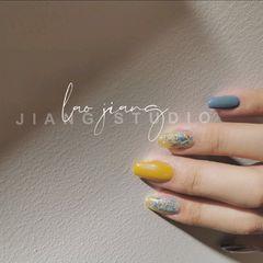 方形黄色短指甲夏天简约上班族美甲图片