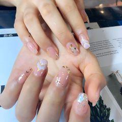 裸色方圆形夏天金箔简约贝壳片裸粉色打底加款式,搞定美甲图片