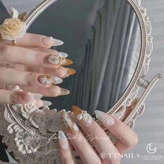 黄色尖形夏天珍珠美甲图片
