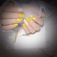 黄色方圆形夏天波点珍珠美甲图片