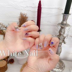 蝴蝶结紫色魔镜粉磨砂夏天浅紫色打底+紫色极光粉 +蝴蝶结,要勾金色边 +金色墨镜粉勾边框 +紫色钻美甲图片