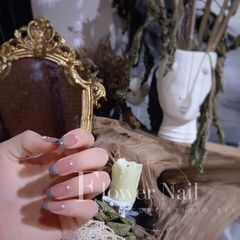 裸色短指甲简约夏天上班族法式灰色珍珠美甲图片