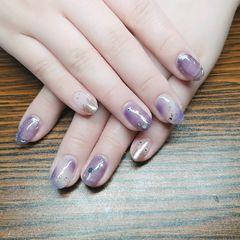 紫色魔镜粉金色圆形短指甲晕染金箔显白大概是技术巅峰了  因为不是给自己弄 就研究了下晕染  还行吧美甲图片