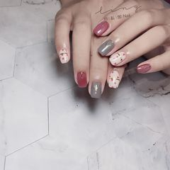 红色方形夏天简约花朵灰色手绘美甲图片