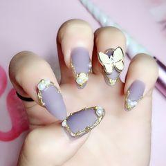 尖形磨砂夏天紫色珍珠蝴蝶美甲图片