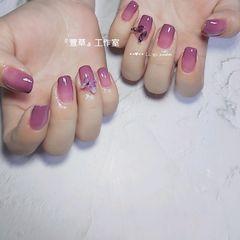 方圆形夏天短指甲渐变紫色美甲图片