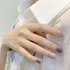 方圆形短指甲简约晕染紫色美甲图片