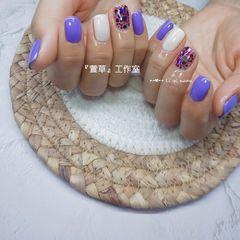 方圆形简约短指甲夏天跳色亮片紫色美甲图片