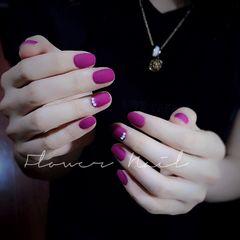 圆形磨砂简约短指甲紫色珍珠美甲图片