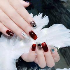 酒红色方形黑色饰品美甲图片