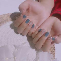 蓝色方形短指甲魔镜粉美甲图片