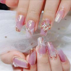 方形蝴蝶魔镜粉美甲图片