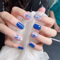 蓝色方形贝壳片跳色晕染玻璃纸显白美甲图片