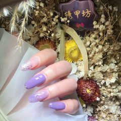 贝壳片跳色金箔紫色美甲图片