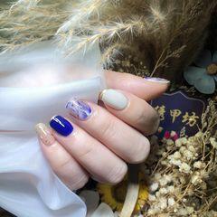 蓝色方圆形短指甲晕染金箔美甲图片