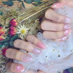 裸色圆形夏天花朵新娘紫色美甲图片