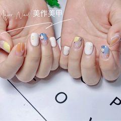 蓝色黄色方圆形波点短指甲美甲图片