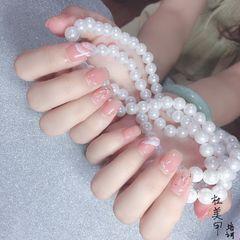 裸色渐变金箔贝壳片手绘珍珠美甲图片