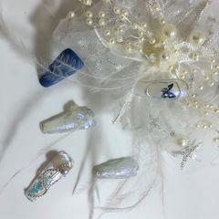 蓝色银色裸色异形磨砂跳色新娘简约冷淡风,让女人活成自己的女王美甲图片