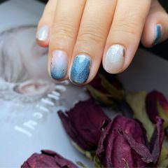 蓝色银色圆形渐变金箔跳色短指甲复古宝石蓝:短指甲也可以很可爱美甲图片
